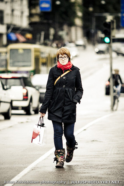 A girl walking on streets of Helsinki city. Photo by Julius Koivistoinen